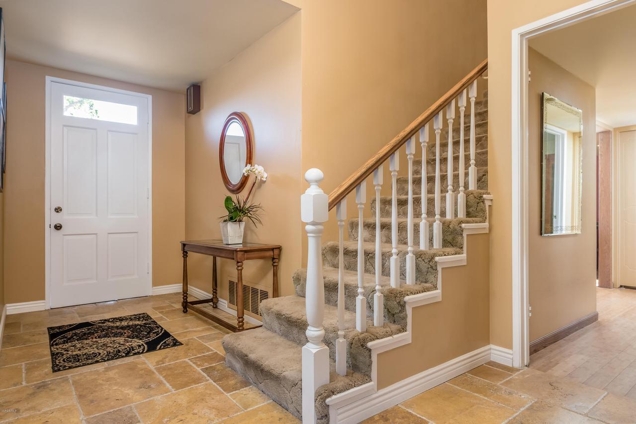 392 SAUL, Ventura, CA 93004 - 008_04-Foyer