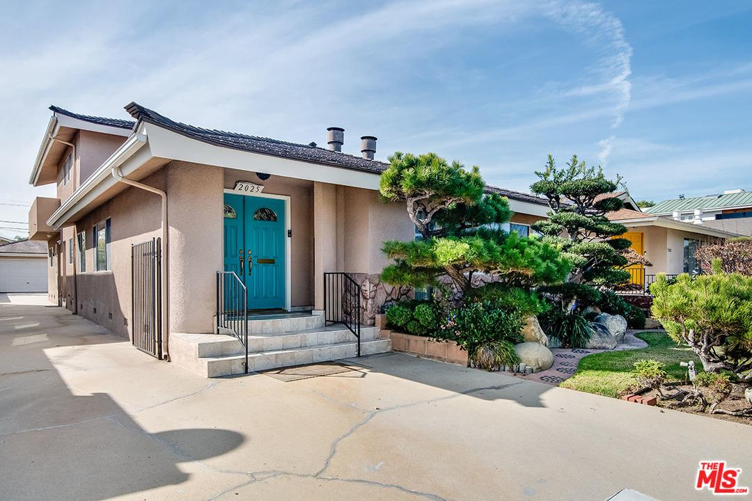 Photo of 2025 FEDERAL AVE, Los Angeles, CA 90025