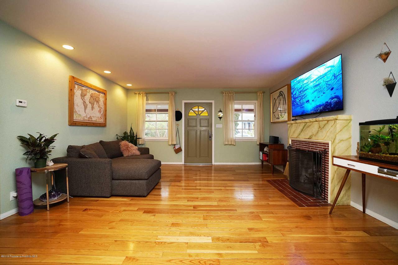 3483 GLENROSE, Altadena, CA 91001 - Living Room
