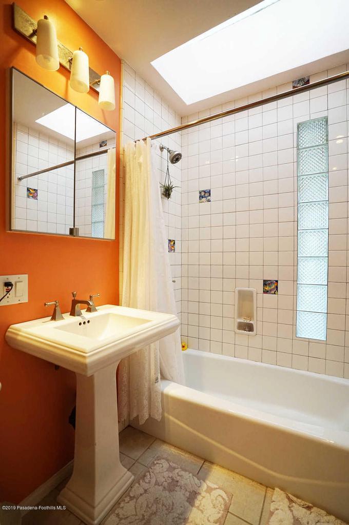 3483 GLENROSE, Altadena, CA 91001 - Full Bathroom
