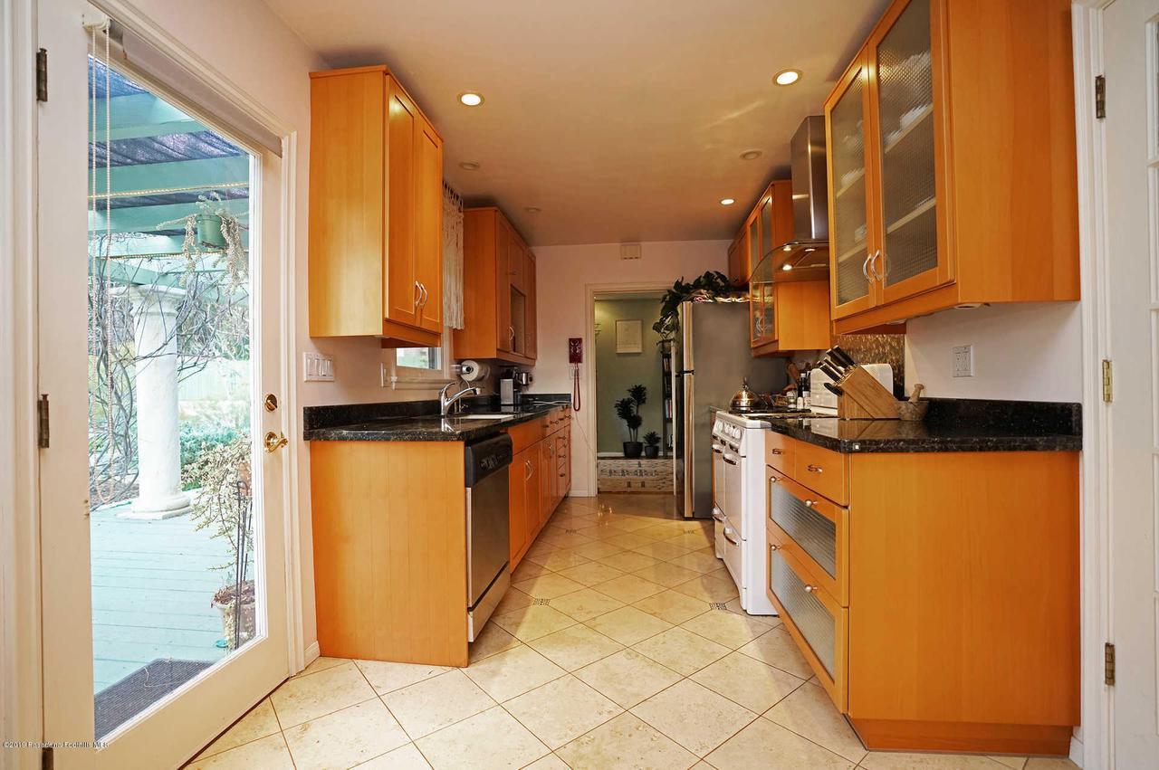 3483 GLENROSE, Altadena, CA 91001 - Kitchen
