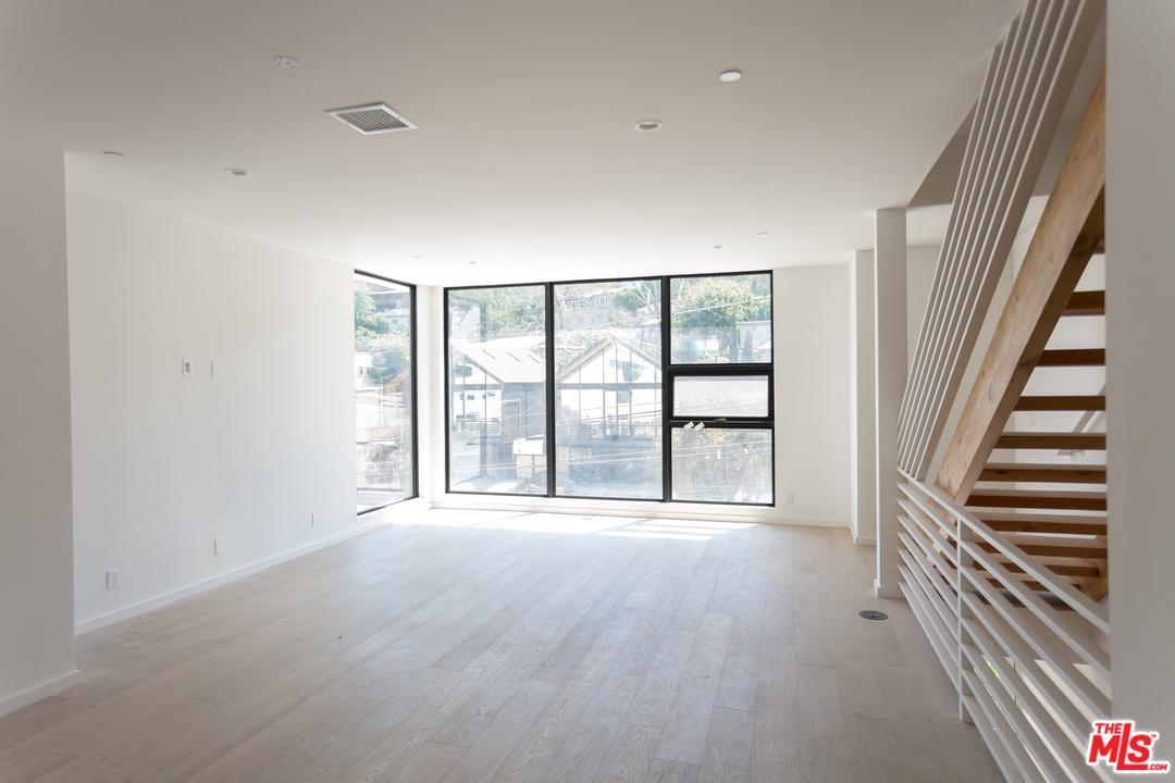 2211 GLENDALE, Los Angeles (City), CA 90039