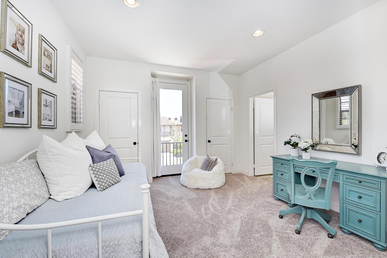 27 LAND BIRD, Irvine, CA 92618 - Bedroom #2 with Juliette balcony