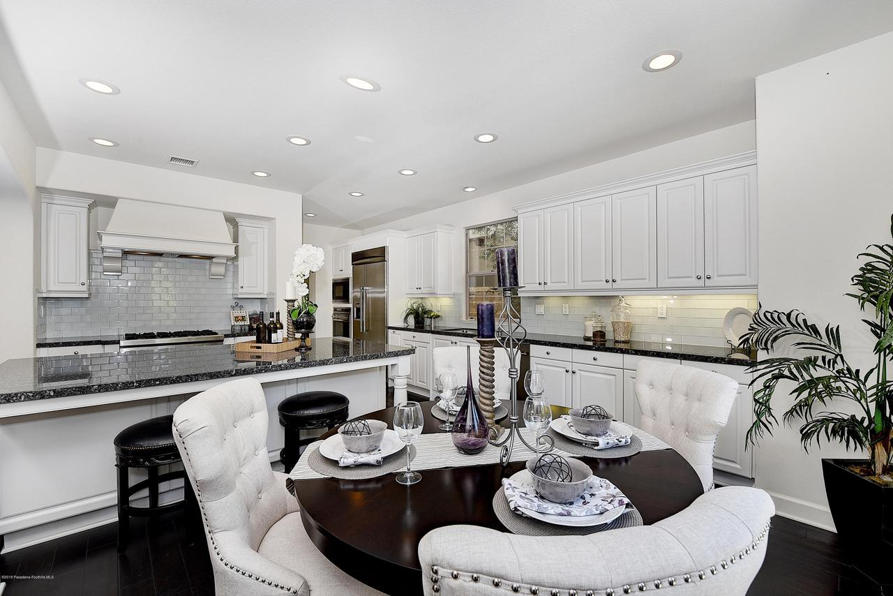 27 LAND BIRD, Irvine, CA 92618 - Kitchen and breakfast area