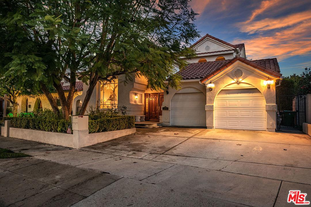 Photo of 10411 WOODBRIDGE ST, Toluca Lake, CA 91602