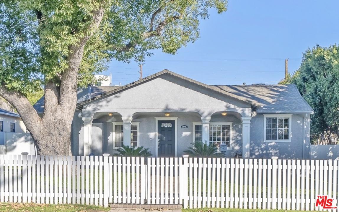 12009 HARTSOOK, Valley Village, CA 91607