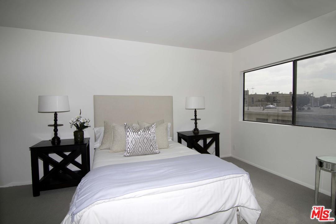 8712 GREGORY, Los Angeles (City), CA 90035