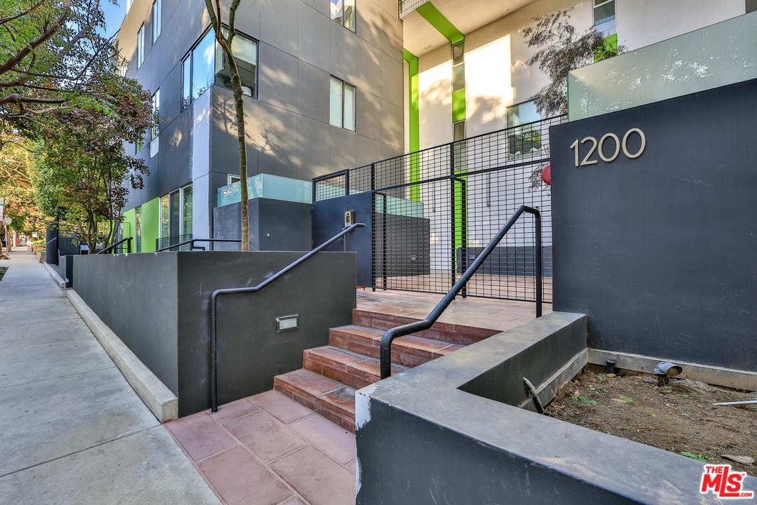 1200 SWEETZER, West Hollywood, CA 90069