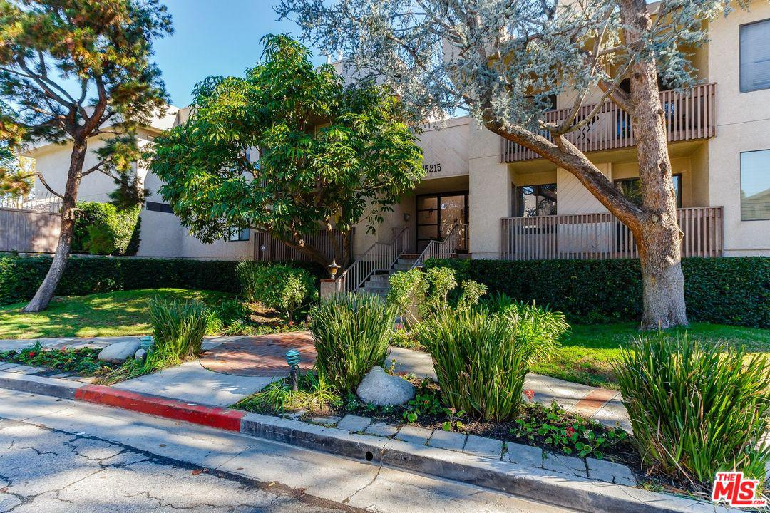 15215 MAGNOLIA, Sherman Oaks, CA 91403