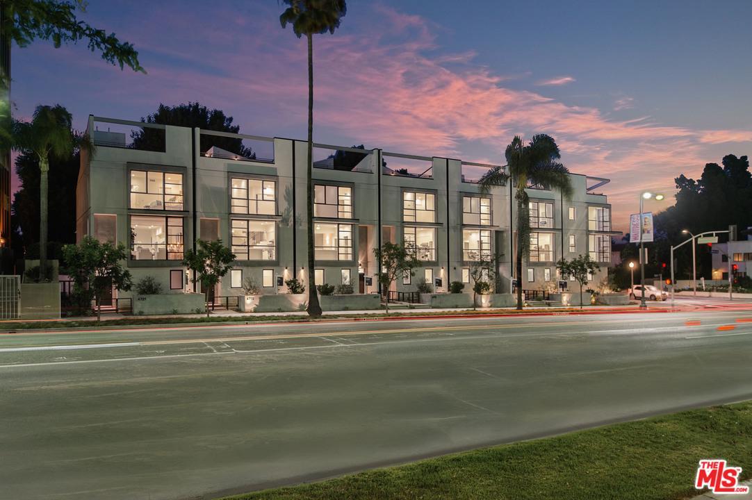 4715 WILSHIRE, Los Angeles (City), CA 90010