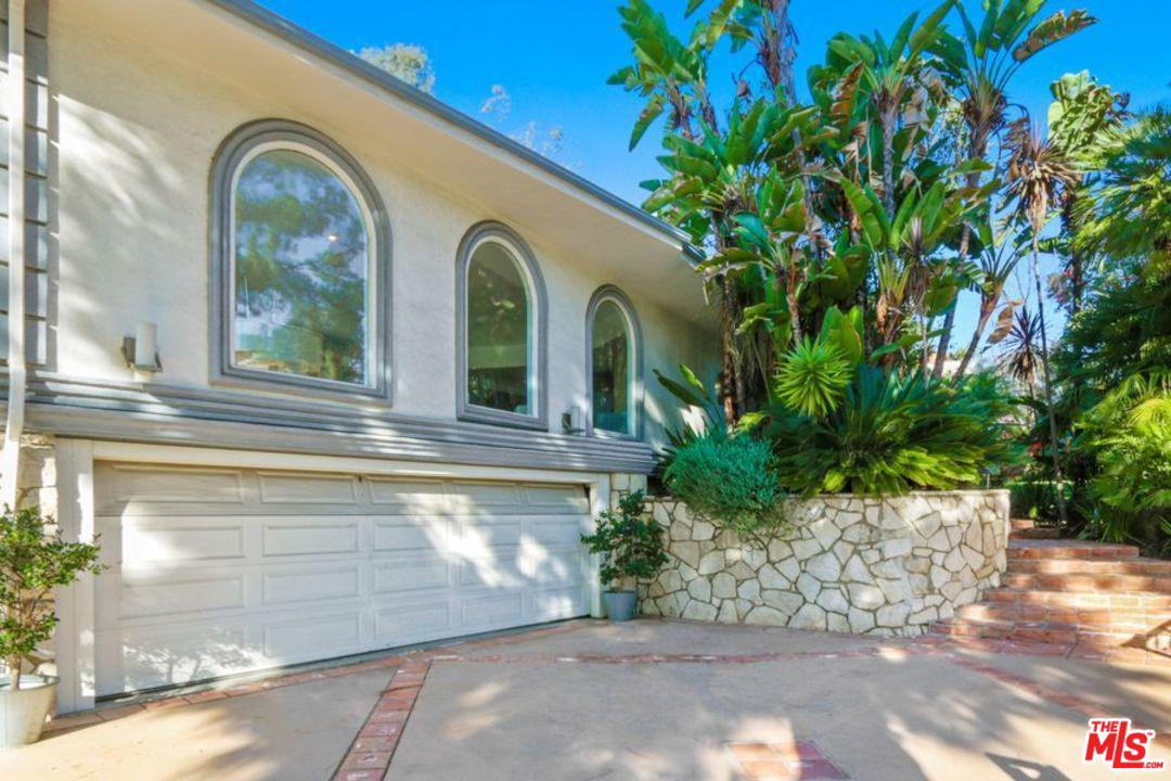 Photo of 1043 LOMA VISTA DR, Beverly Hills, CA 90210