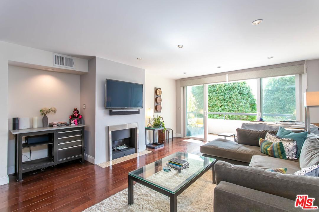 8535 WEST KNOLL, West Hollywood, CA 90069