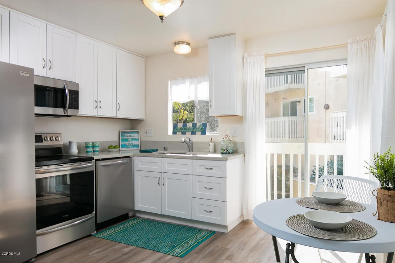 201 VENTURA, Port Hueneme, CA 93041 - Kitchen and dining