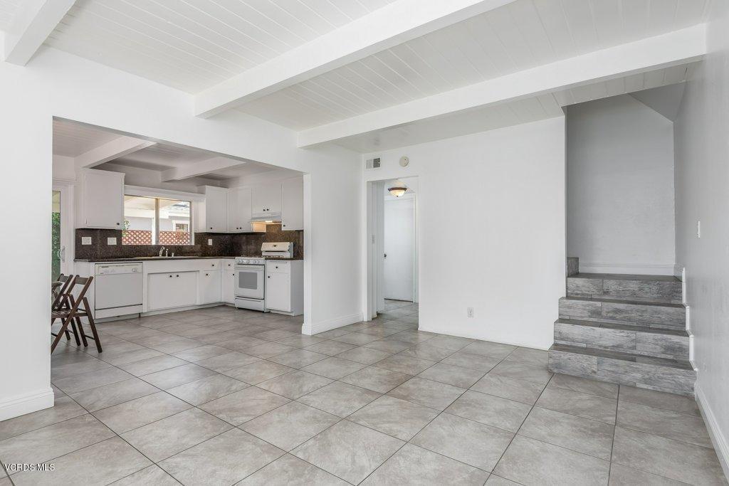 701 BROSSARD, Thousand Oaks, CA 91360 - 005-05-Living Room_m