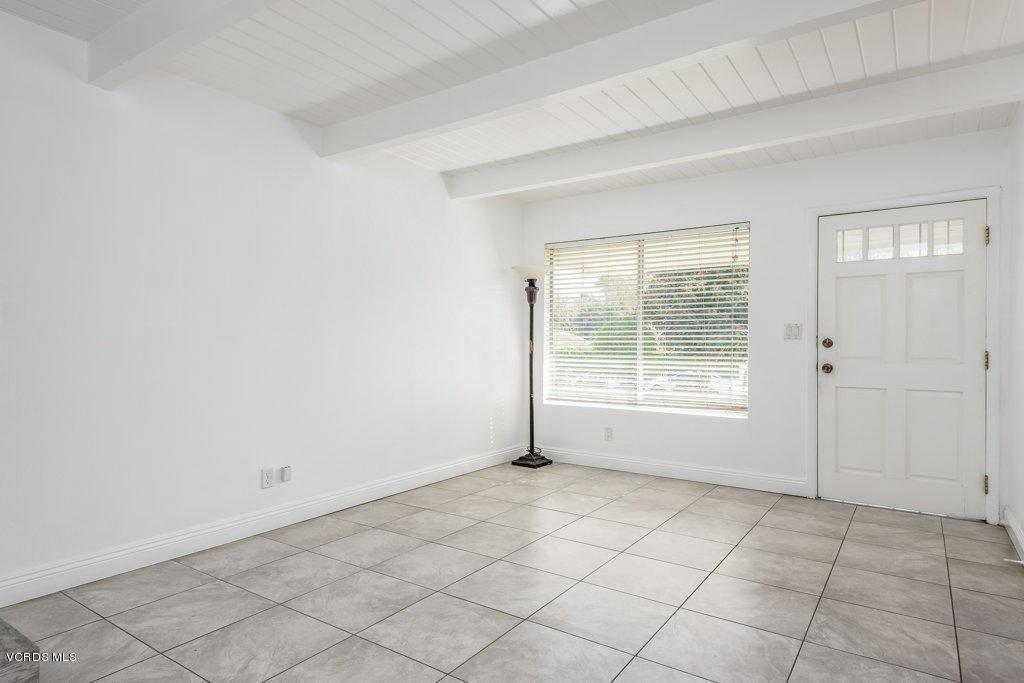 701 BROSSARD, Thousand Oaks, CA 91360 - 004-04-Living Room_m