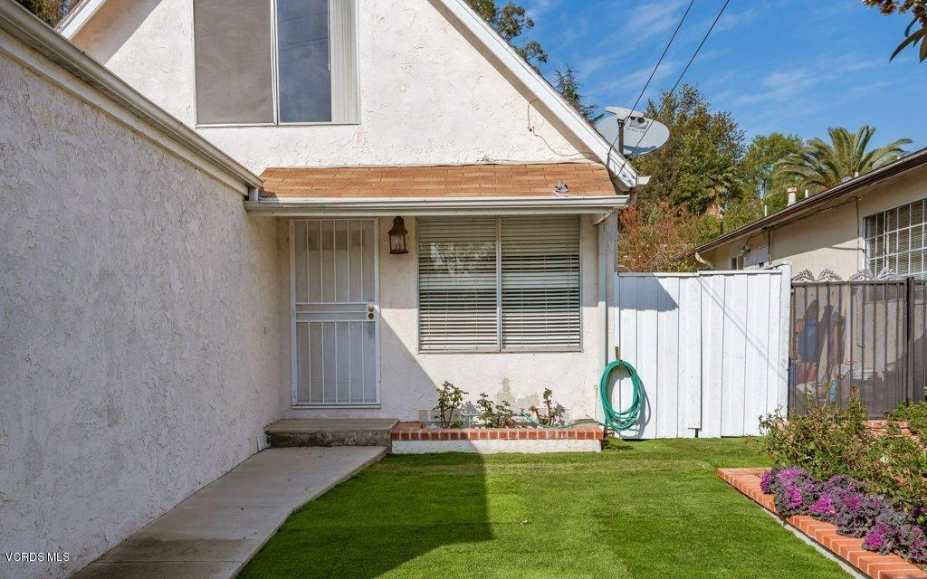 701 BROSSARD, Thousand Oaks, CA 91360 - 003-03-Front Yard_m