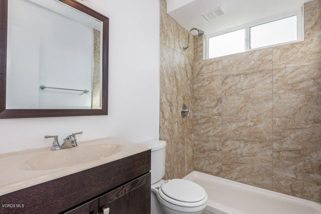 701 BROSSARD, Thousand Oaks, CA 91360 - 016-16-Bathroom 1_m
