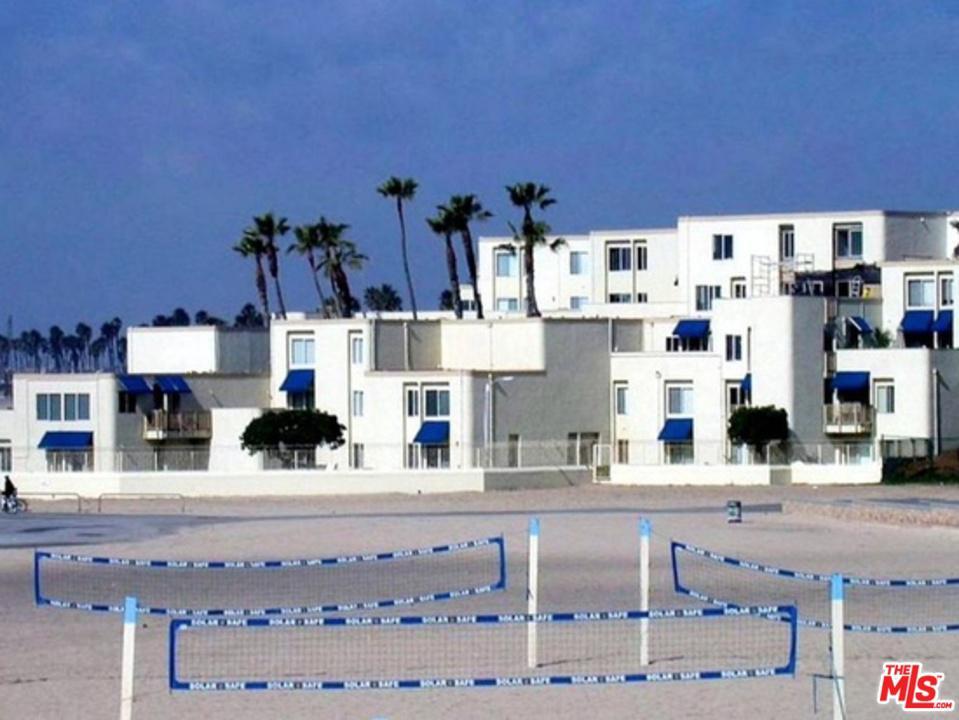 711 PACIFIC COAST, Huntington Beach, CA 92648