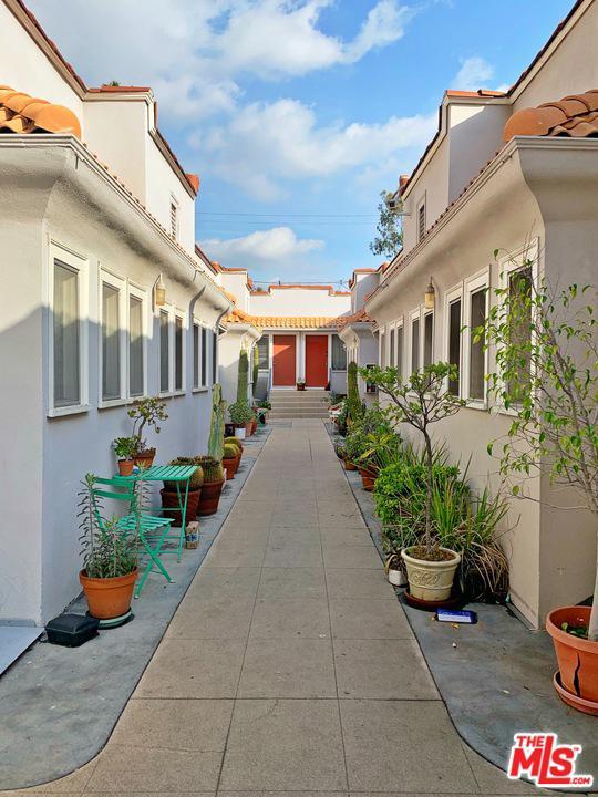 Photo of 1122 N GARDNER ST, West Hollywood, CA 90046