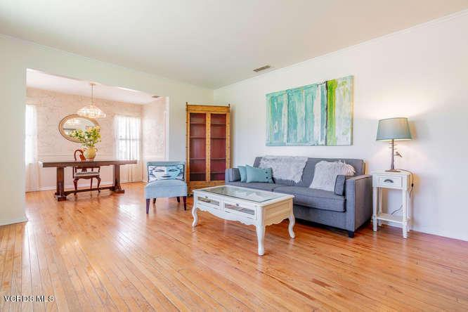 1024 FREDERIC, Burbank, CA 91505 - Livingroom