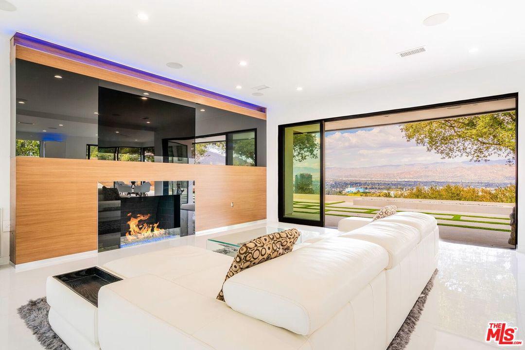 3321 BONNIE HILL, Los Angeles (City), CA 90068