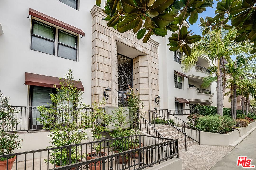 122 CLARK, West Hollywood, CA 90048