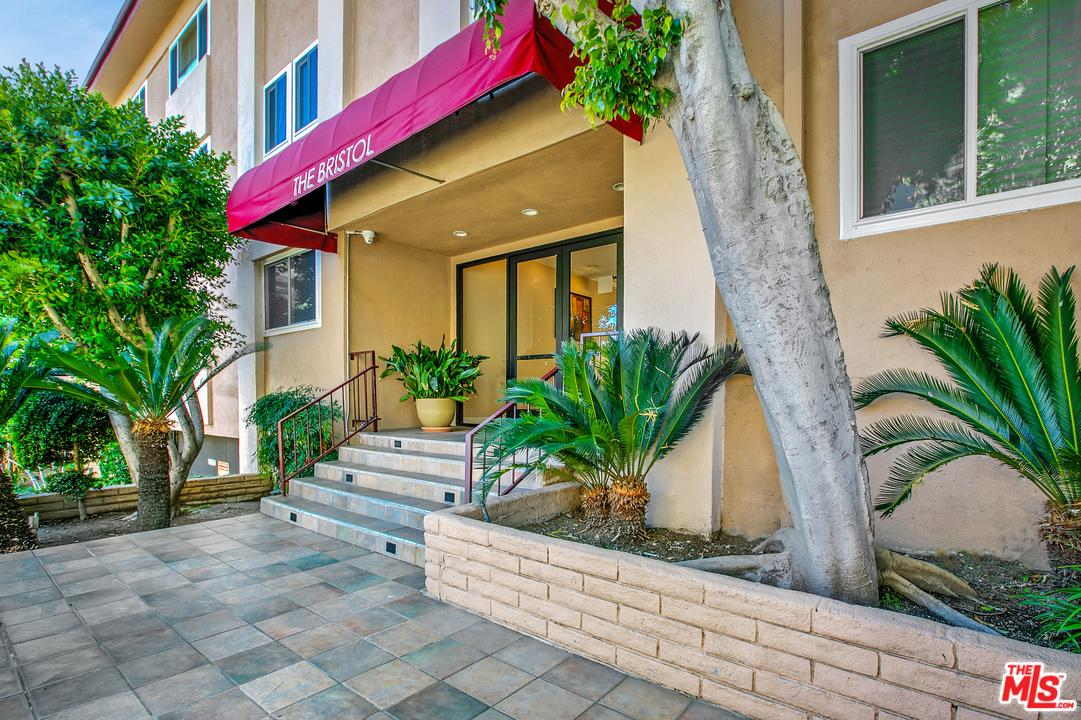 Photo of 1121 N OLIVE DR, West Hollywood, CA 90069