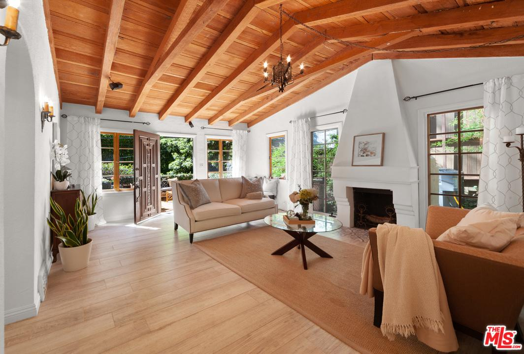 Photo of 10011 WESTWANDA DR, Beverly Hills, CA 90210