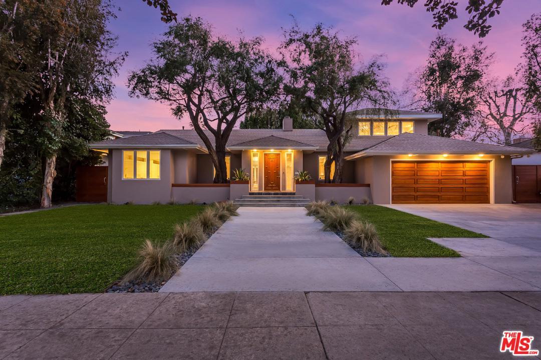 Photo of 13230 BLOOMFIELD ST, Sherman Oaks, CA 91423