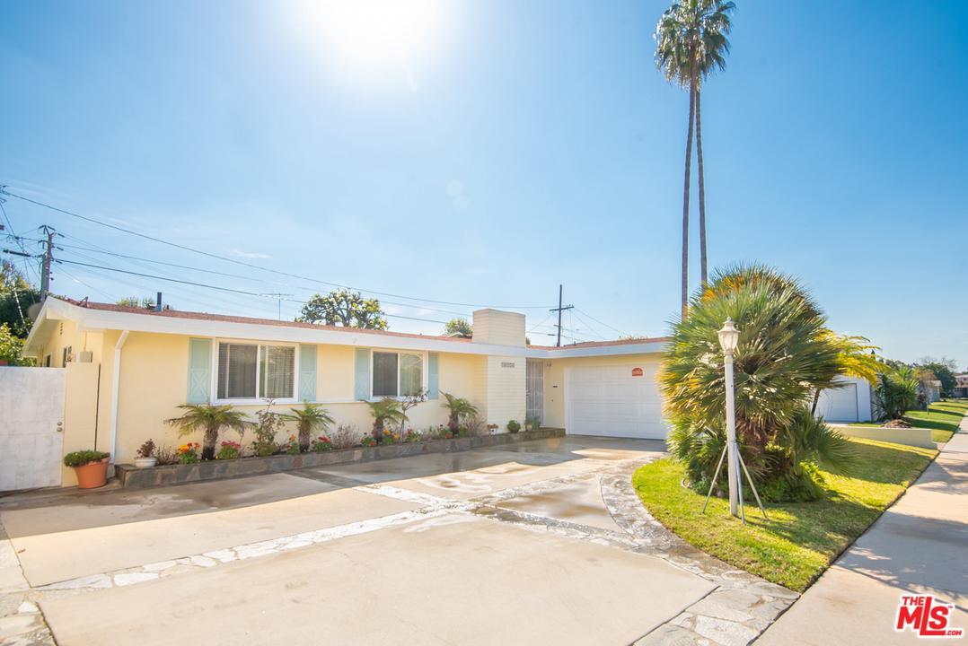Photo of 10774 DESHIRE PL, Culver City, CA 90230