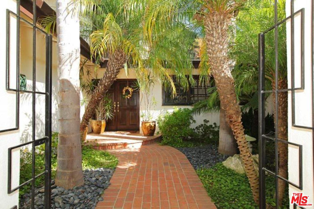 Photo of 1018 ROSCOMARE RD, Los Angeles, CA 90077