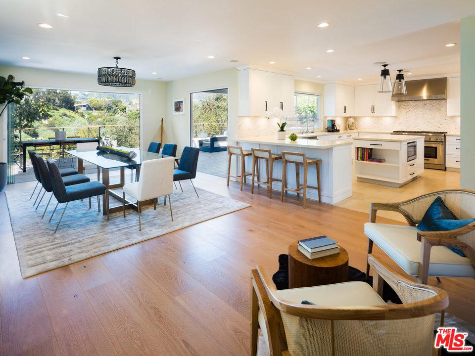 Photo of 571 RADCLIFFE AVE, Pacific Palisades, CA 90272