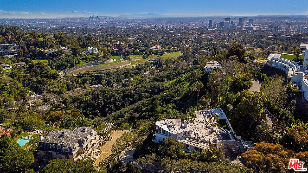 Photo of 960 STRADELLA RD, Los Angeles, CA 90077