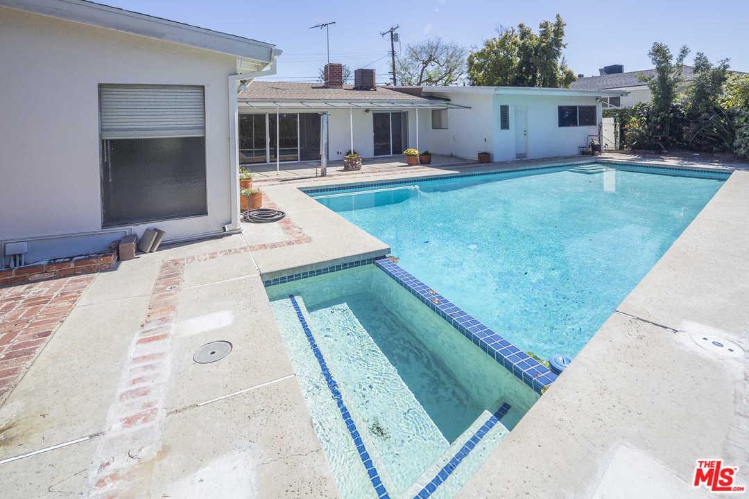 2737 CARMAR, Los Angeles (City), CA 90046
