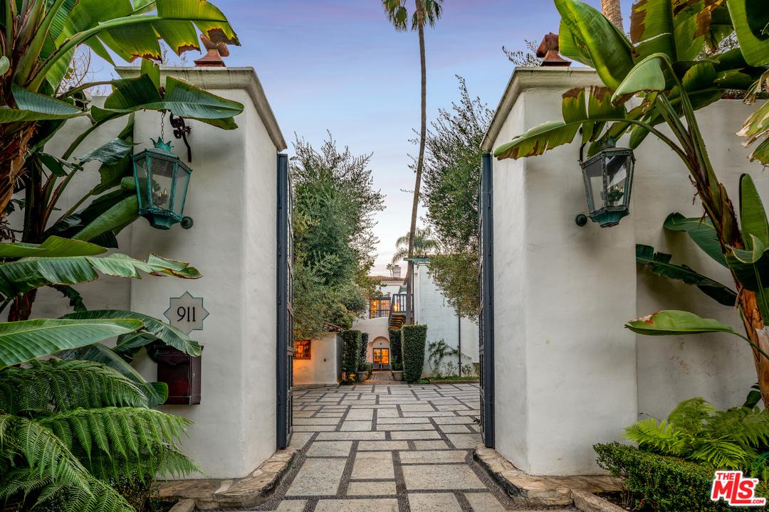 Photo of 911 N BEVERLY DR, Beverly Hills, CA 90210