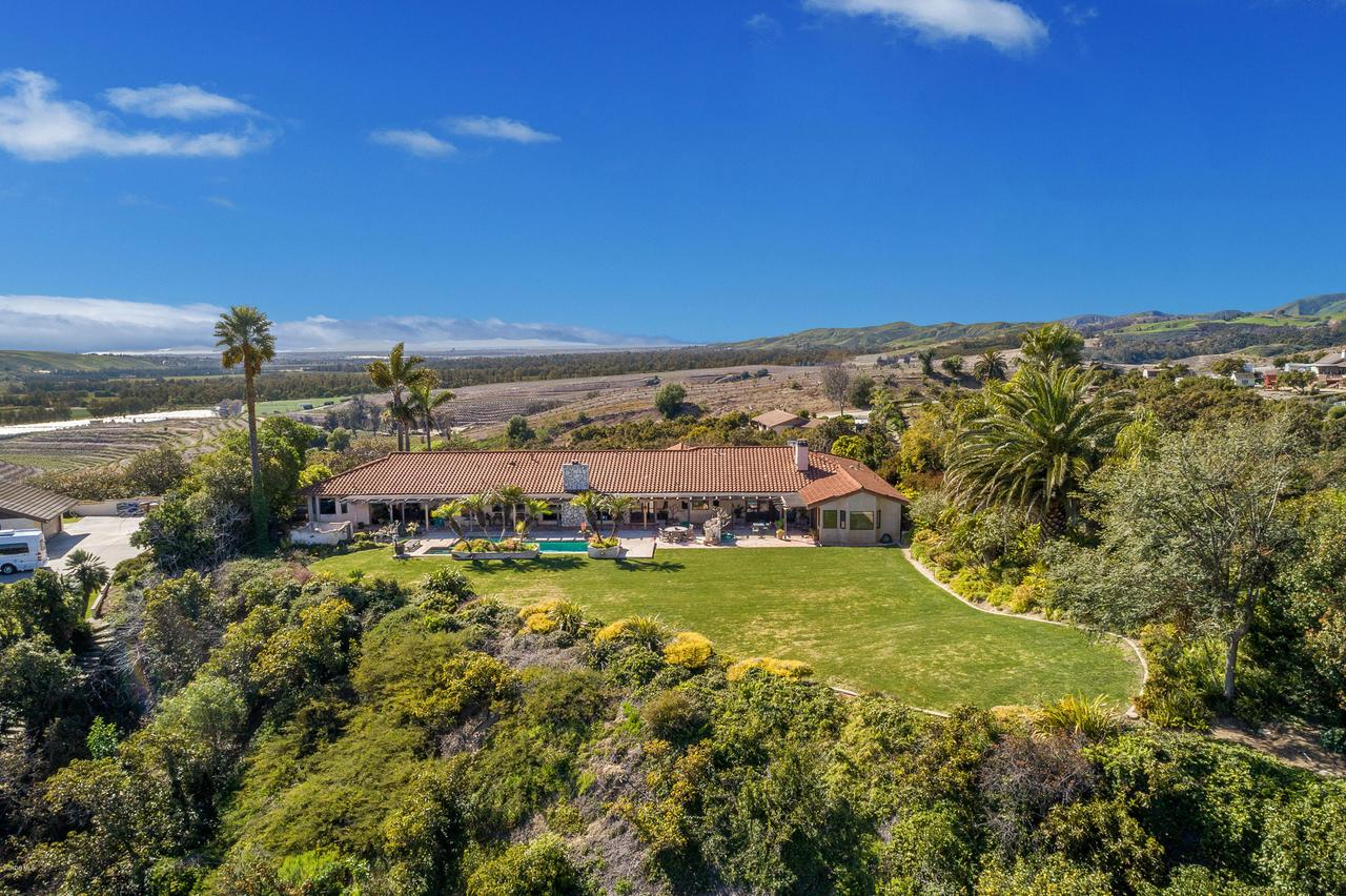 Photo of 6138 WEST GREENTREE DRIVE, Somis, CA 93066