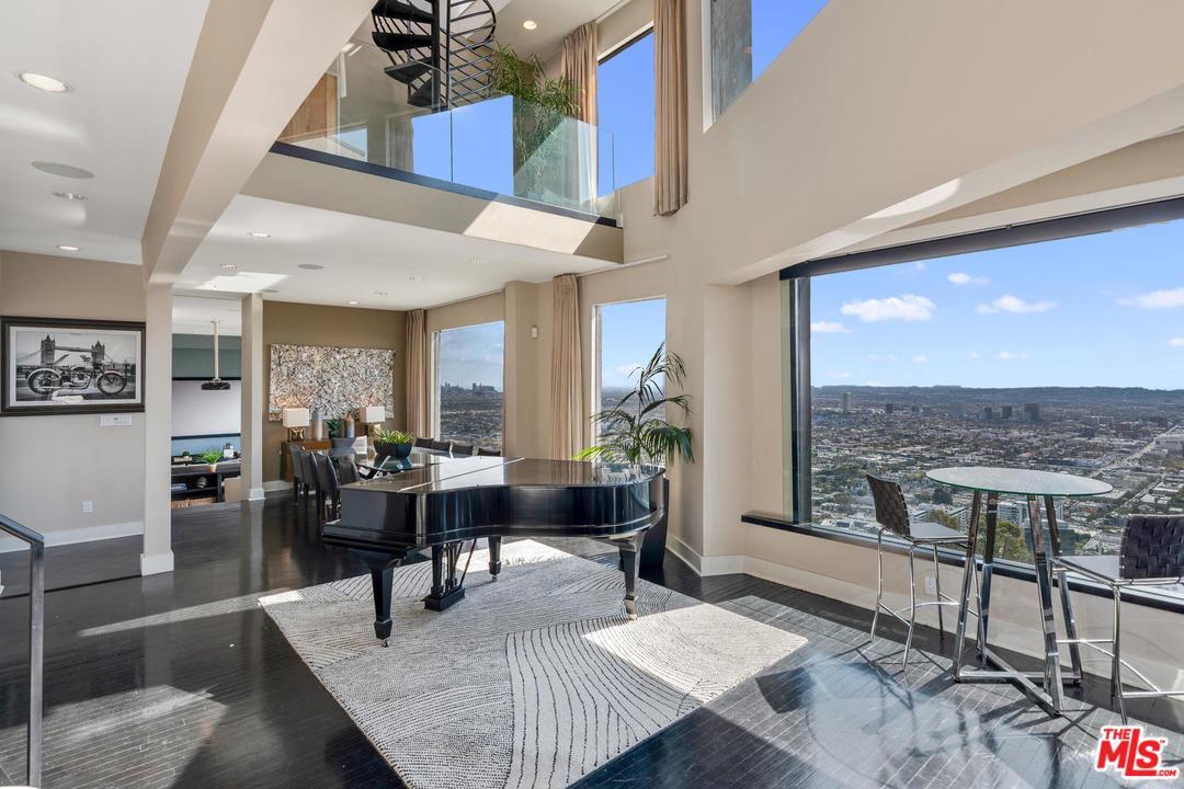 8698 FRANKLIN, Los Angeles (City), CA 90069