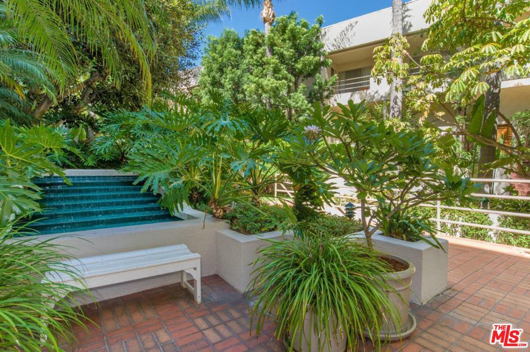 1131 ALTA LOMA, West Hollywood, CA 90069