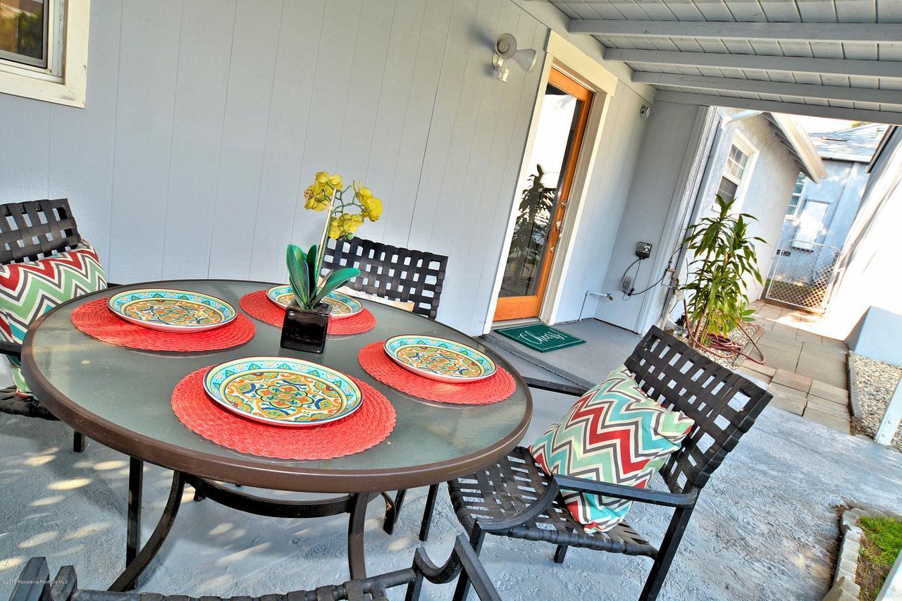 878 MORADA, Altadena, CA 91001 - 888 patio 2