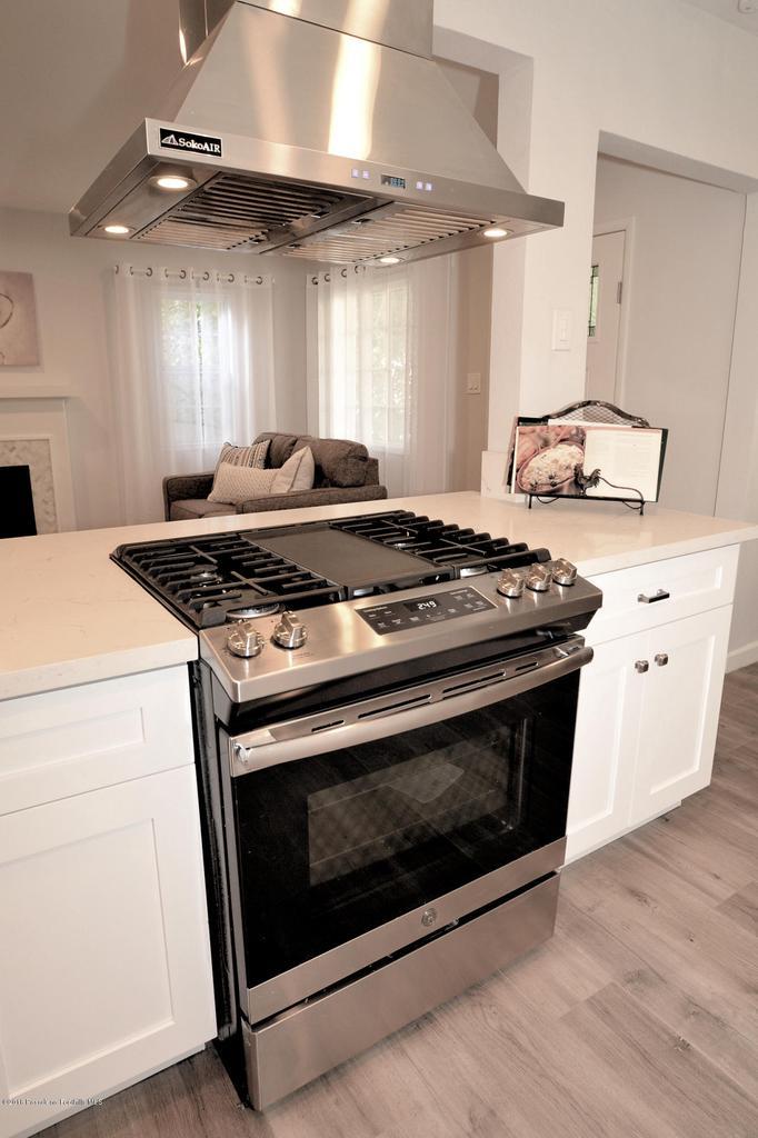 878 MORADA, Altadena, CA 91001 - 878 stove