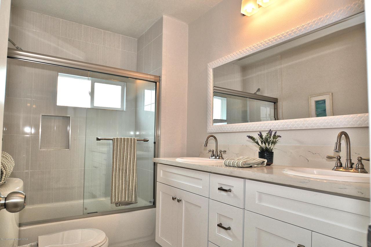 878 MORADA, Altadena, CA 91001 - 878 bathroom1