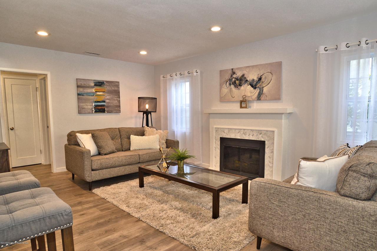 878 MORADA, Altadena, CA 91001 - 878 Living room