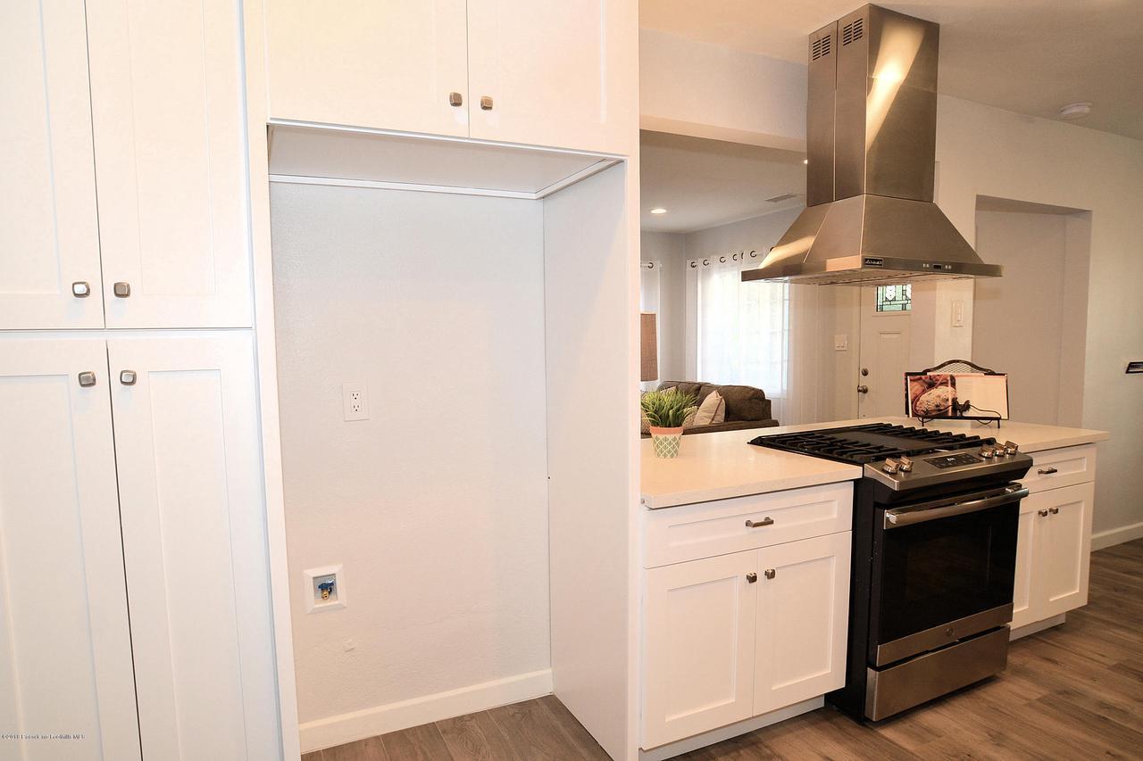 878 MORADA, Altadena, CA 91001 - 878 kitchen to Living room a
