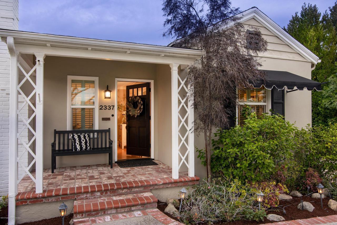 2337 LOMA VISTA, Pasadena, CA 91104 - 2337 LV FRONT DOOR OPEN 2