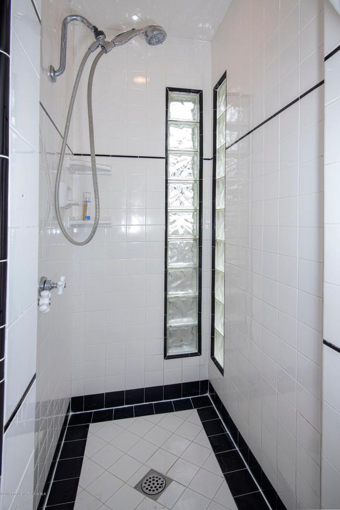 2337 LOMA VISTA, Pasadena, CA 91104 - 2337 LV BATH 2-5