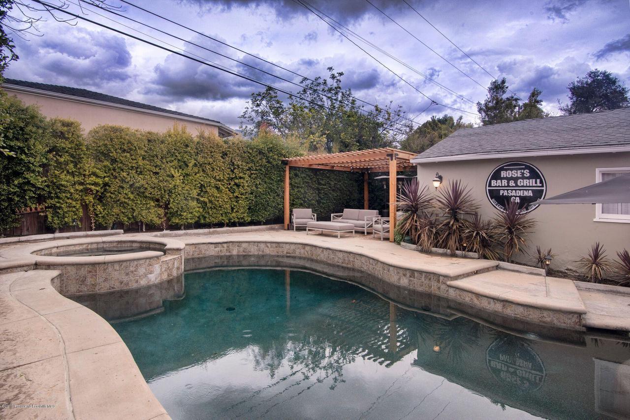 2337 LOMA VISTA, Pasadena, CA 91104 - 2337 LV BACK YARD TO PORTICO