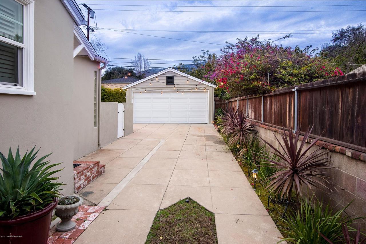 2337 LOMA VISTA, Pasadena, CA 91104 - 2337 LV DRIVEWAY 1