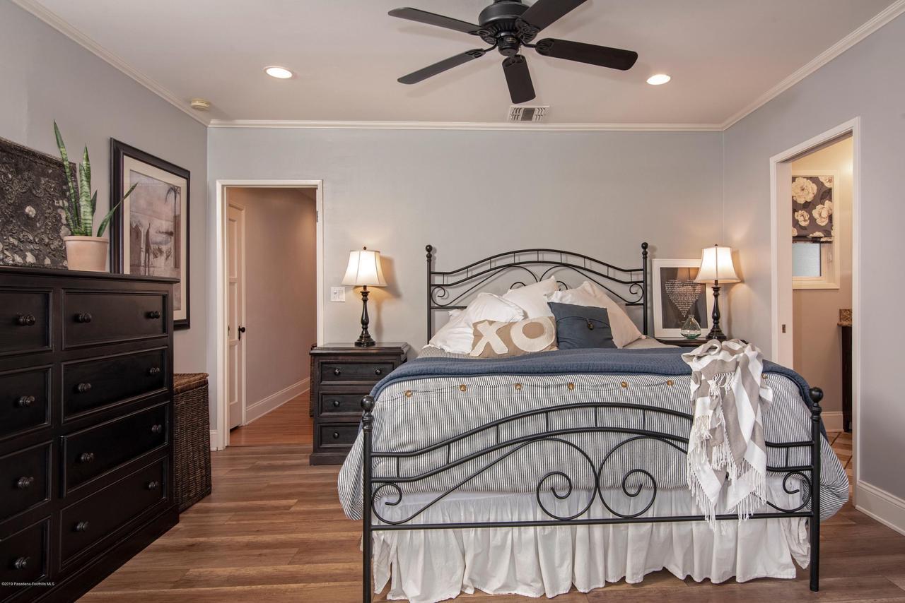 2337 LOMA VISTA, Pasadena, CA 91104 - 2337 LV MASTER BEDROOM 1