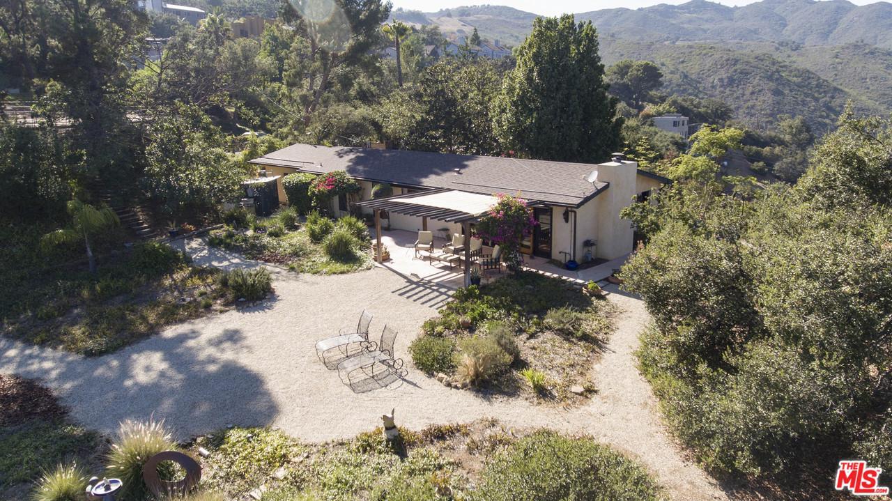 1996 NEWELL, Malibu, CA 90265