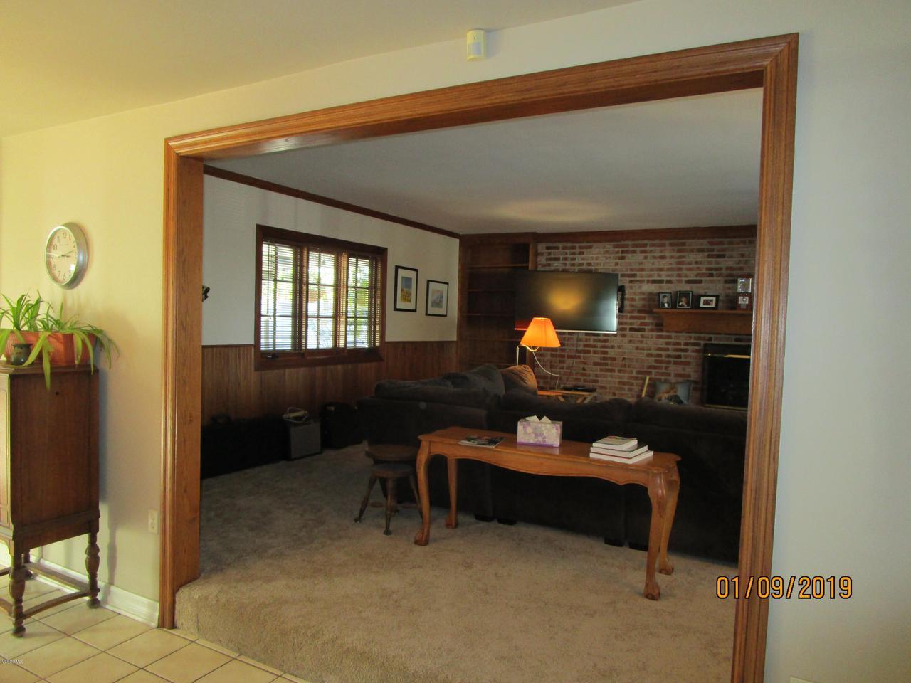 10720 TERNEZ, Moorpark, CA 93021 - Step up Livingroom